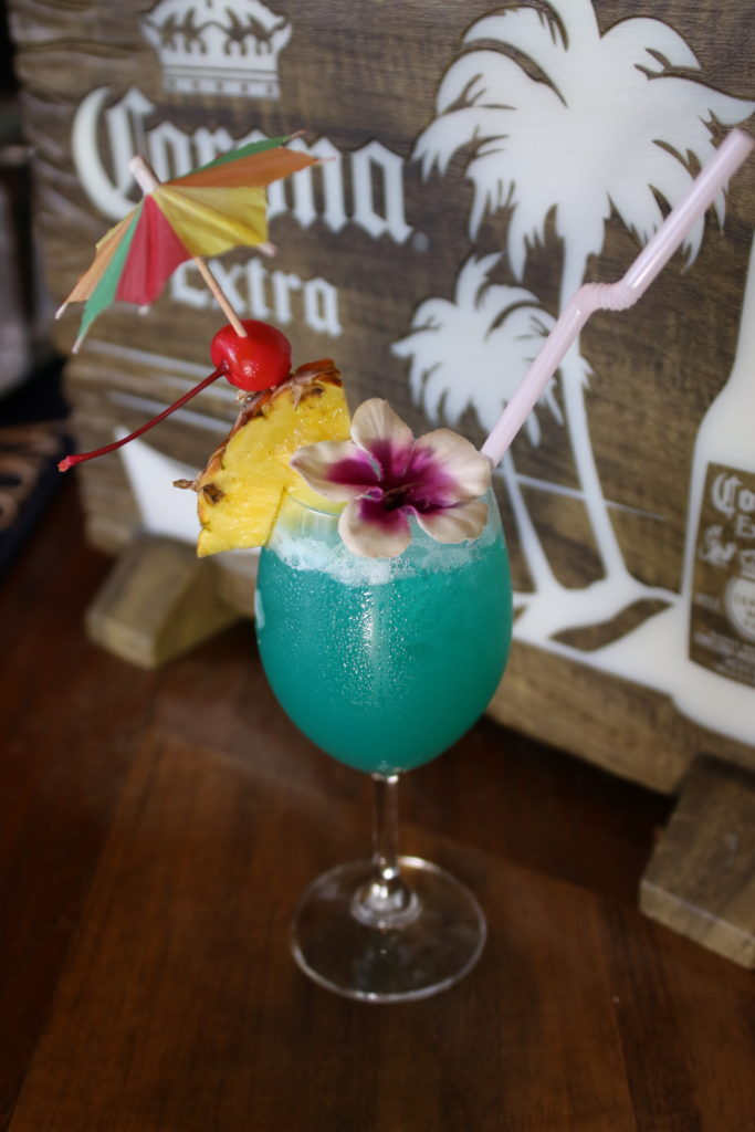 <strong>ブルーハワイ<br>〜Blue Hawaii〜</strong> 1,200<small>円</small><br>
