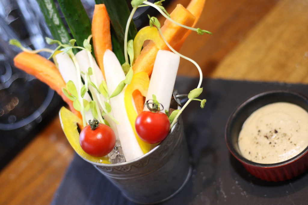 <strong>彩り野菜のバーニャカウダ<br>〜Colorful Vegetables' Bagna Cauda〜</strong> 980<small>円</small><br>