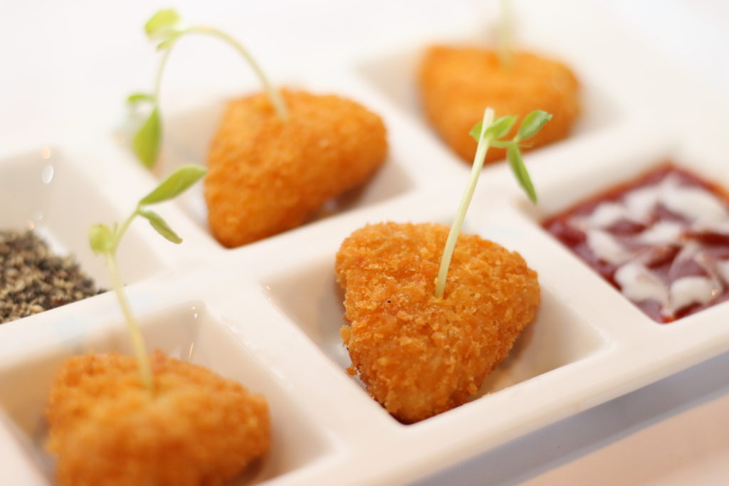 <strong>トロけるカマンベールフライ<br>〜Fried Camembert Cheese〜</strong> 880<small>円</small><br>
